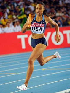 cnn copyright) I love Allyson Felix.gold medal winner at the 2012 Olympics track and field 200 meters. Allyson Felix, Athletic Body, Athletic Women, Cross Country Running, Fit Black Women, Olympic Athletes, Action Poses, Boxing Workout, Team Usa