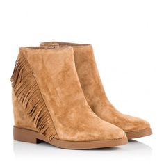 Ash - GOSSIP Tan suede fringed wedge heel booties ($250) ❤ liked on Polyvore featuring shoes, boots, ankle booties, camel, ankle boots, suede fringe boots, pointed toe ankle boots, wedge bootie and suede wedge boots