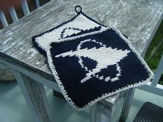 Look at these @D.J. Johnson. Knit Star Trek Potholders.