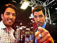 pictures of Jonathan and Drew Scott