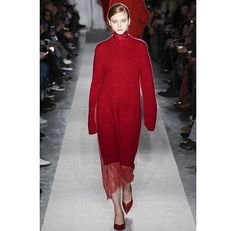 Kudos to sustainable fashion designer @ryanrocheny for a gorgeous showing at #NYFW! Opting for eco-friendly natural plant dyes as often as possible her Nepal factory uses a water recycling filtration system during the dyeing process. The designer ensures factory workers in both her Italy and Nepal factories are paid a working wage and developing life skills. In Nepal the brand has supported job opportunities for destitute women while giving them the opportunity to work in the Aasha Ghar…