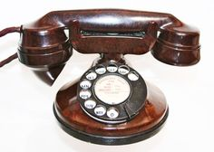 Strowger telephone used on the hull telephone system Antique Phone, Vintage Phones, Home Phone, Diy Phone Case, Antique Items, Phone Covers, Portable, Beige, Brown