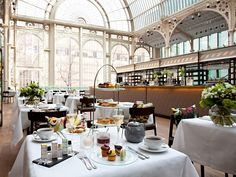 Described as a mini Crystal Palace, the glass-vaulted Paul Hamlyn Hall is easily the grandest afternoon tea setting in London. The tea itself is as lavish as its surroundings: exquisite pastries are crafted using seasonal British ingredients Best Afternoon Tea, Beste Hotels, Fortnum And Mason, Voyage Europe, Things To Do In London, London Life, Crystal Palace, London Calling, Afternoon Tea