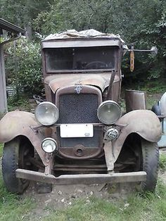 Antique Trucks, Antique Cars, Abandoned Cars, Abandoned Vehicles, Rust In Peace, Barn Garage, Rusty Cars, Chevrolet Trucks, Barn Finds
