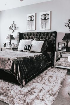 home decor grey Chic Chanel Bedroom Decor Black White And Grey Bedroom, Black Bedroom Decor, Grey Bedroom With Pop Of Color, Black Rooms, Room Ideas Bedroom, Home Decor Bedroom, City Bedroom, Black Bed Room Ideas, Black Bedroom Furniture