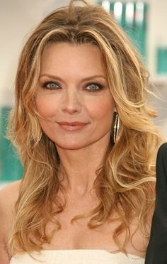 Image from http://ecelebrityfacts.com/uploads/pages/1410080943michelle%20pfeiffer.jpg.
