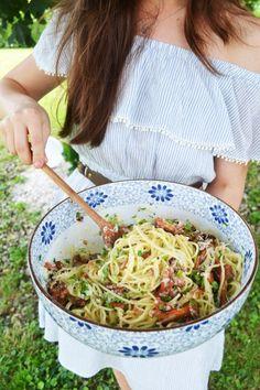 Herrlicher Pastaliebling! Spaghetti Carbonara mit Eierschwammerl – meinleckeresleben.com Pasta, Ali, Ethnic Recipes, Food, Spaghetti Carbonara Recipe, Cooking, Essen, Ant, Meals