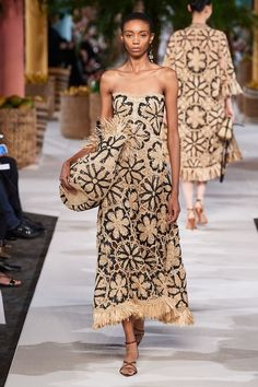 The complete Oscar de la Renta Spring 2020 Ready-to-Wear fashion show now on Vogue Runway. Vogue Fashion, Fashion 2020, Fashion Week, Daily Fashion, Runway Fashion, Spring Fashion, High Fashion, Fashion Show, Fashion Outfits