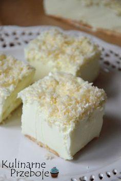 Ciasto Śnieżny puch – bez pieczenia – to pyszne i szybkie w wykonaniu ciasto… coś a'la sernik na zimno w połączeniu ze śmietaną kremówką oraz ze smakowitą posypką z wiórków kokosowych :) Wręcz rozpływa się w ustach! Jeśli jeszcze nie mieliście okazji go wypróbować, a macie ochotę na małe co nieco, to gorąco polecam :) […] Puch Recipe, No Bake Desserts, Delicious Desserts, Cake Recipes, Sweet Recipes, Sandwich Cake, Polish Recipes, Homemade Cakes, Holiday Recipes