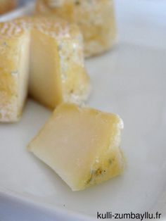 Fromages de chèvre maison sans présure Raw Cheese, Queso Cheese, Batch Cooking, Cooking Recipes, Cooking Tips, Fromage Vegan, Salty Foods, Homemade Cheese, How To Make Cheese
