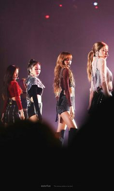 blackpink, rose, and jennie image Kpop Girl Groups, Korean Girl Groups, Kpop Girls, Lisa Black Pink, Black Pink Kpop, Blackpink Jisoo, Melanie Martinez, Little Bit, Blackpink And Bts