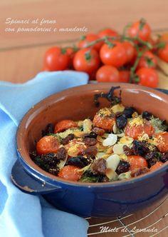 Spinaci al forno con pomodorini e mandorle