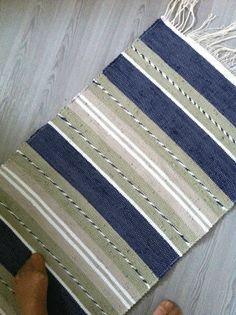 snoddmattan.gif 425×569 pixels Weaving Art, Weaving Patterns, Loom Weaving, Tapestry Weaving, Hand Weaving, Woven Rug, Woven Fabric, Tear, Red Rugs