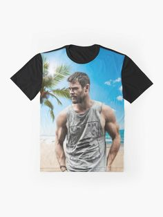 "Camiseta ""Chris Hemsworth"" da clecio | Redbubble Chris Hemsworth, Iphone Wallet, Iphone Cases, Skate Decks, Skates, Shower Curtains, Tshirt Colors, Wardrobe Staples, Female Models"