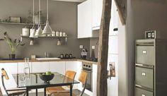 Comment intégrer idéalement la cuisine au salon ? La loger dans une alcôve, l'implanter en îlot, la cacher dans un meuble ou derrière un comptoir : nos idées en images et en mots pour une cuisine ouverte des plus agréables.