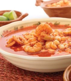 Pozole de camarón… looks delicious! Need to translate to English. Lobster Recipes, Seafood Recipes, Cooking Recipes, Mexican Dessert Recipes, Mexican Dishes, Easy Pozole Recipe, Easy Delicious Recipes, Yummy Food, Mexican Seafood
