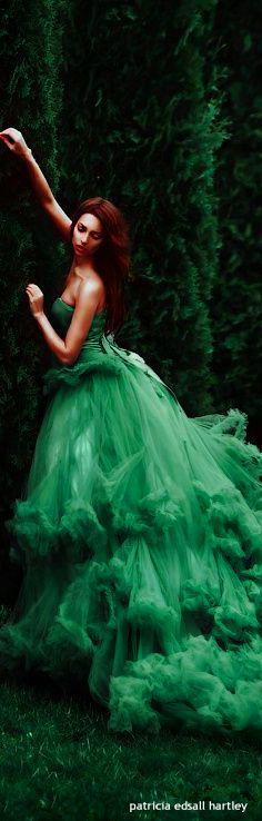 The Enchanted Forest / Fairytale fashion fantasy / karen cox.  VERDE....❤