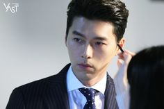 Behind-the-scenes of Hyun Bin's commercial shoot! How To Look Handsome, Handsome Boys, Asian Actors, Korean Actors, Korean Dramas, Tv Series 2013, Joo Won, Classic Suit, Hyun Bin