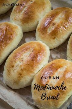 Medianoche Bread Recipe, Cubano Sandwich, Challah Bread Recipes, Cuban Bread, Cuban Cuisine, Sandwich Ingredients, Fruit Bread, Bun Recipe, Cuban Recipes