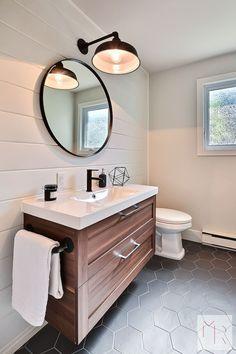 La céramique hexagonale: on sinspire! Shiplap Bathroom, Bathroom Renos, Bathroom Renovations, Modern Bathroom, Small Bathroom, Ikea Bathroom Vanity, Guys Bathroom, Bathroom Stuff, Bathroom Pictures