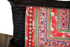 Un sac à main chargé d'émotions, ce sac à main ethnique est très original par ses motifs