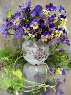 Bouquet including pansies or violas Beautiful Flower Arrangements, Fresh Flowers, Purple Flowers, Spring Flowers, Floral Arrangements, Beautiful Flowers, Spring Bouquet, Simply Beautiful, Ikebana
