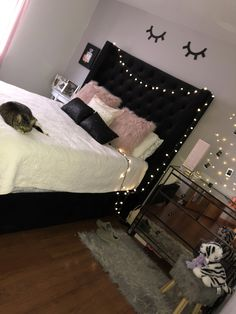 Teen Girl Bedrooms, pin ref 4711668849 - The whip smart cool teen room decor pointer. For another styling ideas why not visit the website now. Bedroom Decor For Teen Girls, Cute Bedroom Ideas, Girl Bedroom Designs, Teen Room Decor, Room Ideas Bedroom, Teen Girl Bedrooms, Trendy Bedroom, Girl Rooms, Bedroom Decor Ideas For Teen Girls