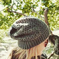 Crochet Slouchy Beanie Pattern, Crochet Baby Beanie, Crochet Cap, Hand Crochet, Outlander Knitting Patterns, Easy Crochet Slippers, Crochet Woman, Girl With Hat, Crochet Clothes