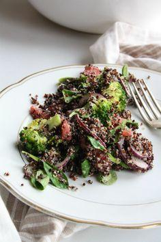 Afkomstig uit het kookboek Healing Meals van Kyra de Vreeze; Salade met broccoli en quinoa