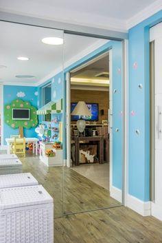 Brinquedoteca dos Sonhos - Sala de Estar Infantil: Salas de estar modernas por Carolina Burin Arquitetura Ltda