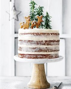 Deer Christmas Cakes – Gorgeous Winter Cakes