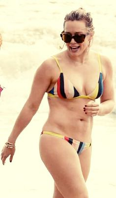 Hilary Duff Shows Off Amazing Body in a Bikini in Hawaii!: Photo Hilary Duff puts her fit bikini body on display while walking out of the water at the beach on Thursday (February in Maui, Hawaii. Taylor Swift Bikini, Haylie Duff, Celebrity Bikini, Celebrity Beauty, Celebrity Pics, Celebrity Crush, Beautiful Figure, Beautiful Legs, Beautiful Ladies