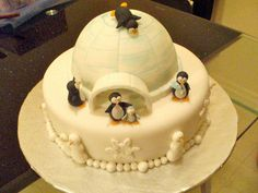 Igloo and penguins cake 10th Birthday, Birthday Cakes, Birthday Ideas, Birthday Parties, Penguin Cakes, Penguin Party, Fun Cakes, Cupcake Cakes, Christmas Cakes