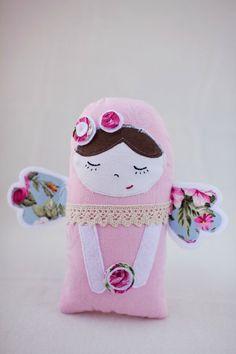 Angelo custode rosa bambola di stoffa fantasia di CodrutaM su Etsy, $30.00