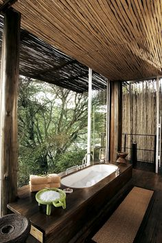 With only six riverside rooms, this intimate safari lodge on the banks of the Sweni river offers true seclusion. The Kruger National Park surrounds you, offering some of the world's best safari experiences, but the luxurious rooms at Singita Sweni don't c Outdoor Bathrooms, Dream Bathrooms, Beautiful Bathrooms, Outdoor Showers, Outdoor Tub, Parc National Kruger, African Interior, Cabana, Design Case