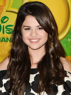 Selena Gomez Hairstyles - May 30, 2009 - DailyMakeover.com