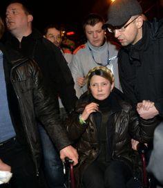 Head of the opposition Batkivshchyna party Arseniy Yatsenyuk holds the hand of newly freed Ukrainian opposition icon Yulia Tymoshenko as she arrives to speak at Independence Square. 22-2-2014