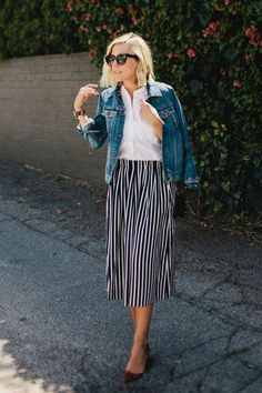 50 new ways to wear your denim, like a classic jean jacket, this fall - click for great street style outfits