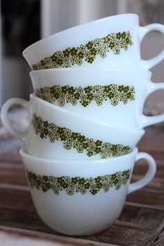 Bring a little vintage charm to your morning cup of joe or tea. These vintage 70s Pyrex milk glass mugs are adorned with a green floral border and