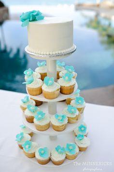 Aqua blue and white wedding cake with cupcake tower. Beach wedding in Mexico. @Dana Fernandez (Image: theminnericks.com)