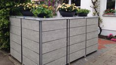 Mülltonnenboxen modular über Eck gestellt.