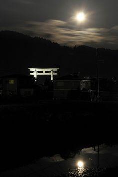 Miwa-shrine (大神神社) with two moons