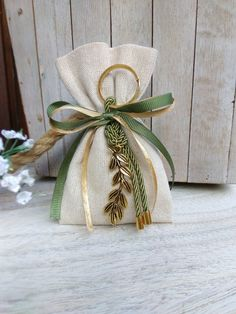 Diy Gift Box, Diy Gifts, Christmas Gift Wrapping, Christmas Crafts, Decoration Communion, Wedding Favors, Wedding Gifts, Paper Bag Design, Lavender Bags