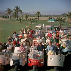10 Photos that Prove Palm Springs is the Epitome of Poolside Glamour Palm Springs California, Best Golf Clubs, Vintage Golf, Vintage Ads, Vintage Prints, Rancho Mirage, California History, Palm Desert, Palm Beach