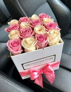 35 Best Ideas for flowers bouquet box pink Flower Bouquet Boxes, Flower Box Gift, Gift Bouquet, Flower Bouquet Wedding, Flower Shop Design, Flower Garden Design, Box Roses, Pink Roses, Rose Flowers