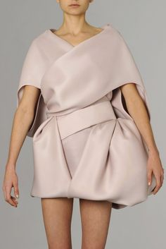The art of wrapping - elegant fashion details, sculptural, soft pink dress, Dice Kayek: