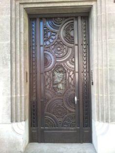 French Art Deco: Porte d'entrée produite par l'atelier d'Henri Edouard CARRERA à Marseille, France. Feng Shui, Art Nouveau, Elevator Door, French Art Deco, Estilo Art Deco, Doorway, Grape Vines, Stained Glass, Marseille France