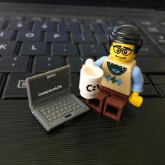 "(@geekmomlife) på Instagram: ""Blogging 1 handed, my wrist is killing me today. #Lego #Legos #MiniFigures #LegoMiniFigures #AFOL…"""
