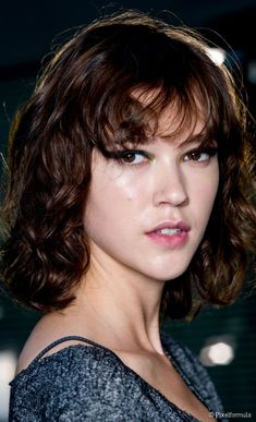 Curly bob hairstyle with bangs: why you should try it