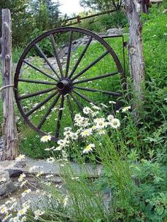 a wagon wheel side gate I HAVE THE WHEELS                                                                                                                                                     More